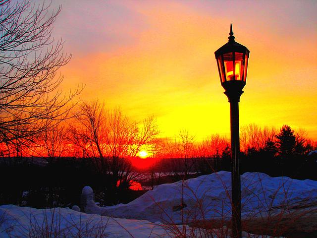 Soleil levant sur l'abbaye de St-Benoit-du-lac / Sunrise by the abbey - Québec. Canada - 7 février 2009  - Couleurs ravivées