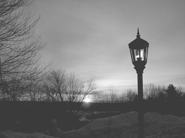 Soleil levant sur l'abbaye de St-Benoit-du-lac - Québec. Canada - 7 février 2009  -  B & W