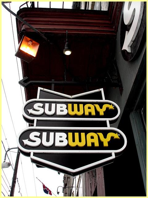 Enseigne de Subway sur la rue principale /  Main street Subway sign -  Dans ma ville /  Hometown - April 5th 2009
