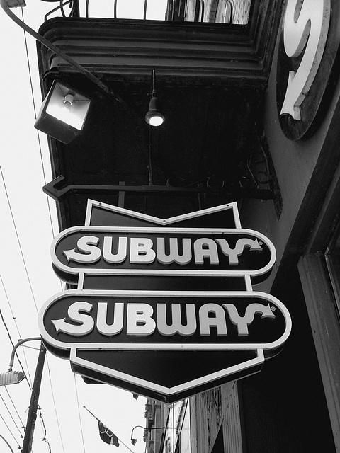 Enseigne de Subway sur la rue principale /  Main street Subway sign -  Dans ma ville /  Hometown - April 5th 2009 - N & B - B & W