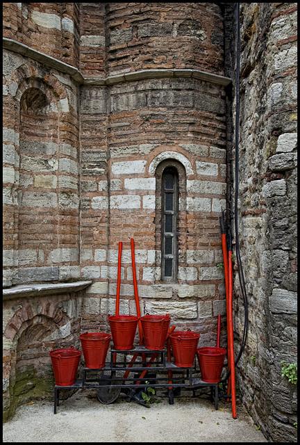 red bucket organ......
