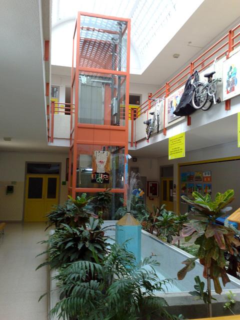 Mutilva Baja: interior del colegio público.