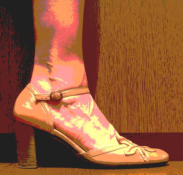 Une fille / A girl -  Cadeau talons hauts d'une amie Ipernity  /  High heels gift from an Ipernity friend  - Postérisation