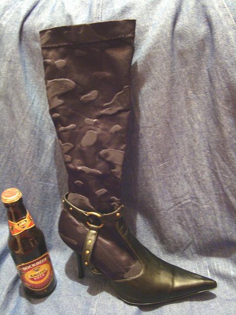 Une fille............Bottes lascives et houblon !   Lascivious boots and hop !