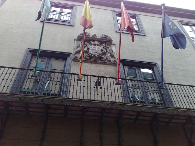 Pamplona: detalle de fachada en C/ Mayor.