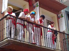 Espectadores en balcón.