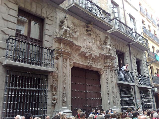 Pamplona: palacio en calle Mayor.