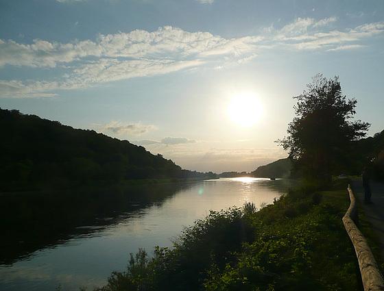 Abendstimmung an der Elbe - krepusko ĉe la rivero Elbe -