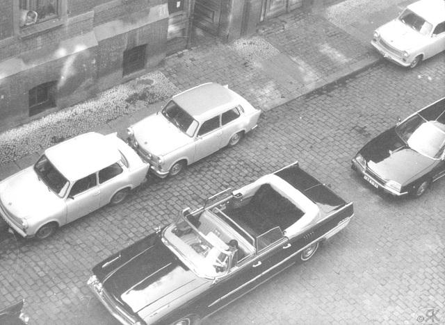 1980-09 1 la aŭto de s-ro Honecker atendas lin antaŭ mia domo