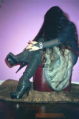 Lady Roxy -  Fur and dizzy heels / Fourrure et talons extrêmes -  Avec / With permission
