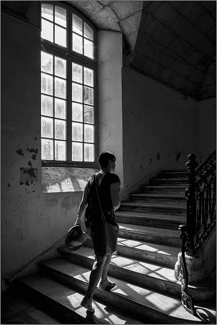 Marie Laure à l'éscalier.