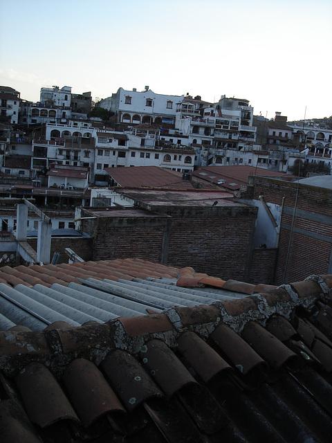 Toitures à la mexicana / Mexican roofs.