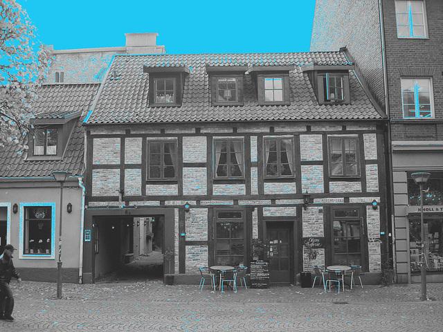 Olsons cafe -  Helsingborg / Suède - Sweden.   22 octobre 2008- B & W with blue sky / N & B et ciel bleu