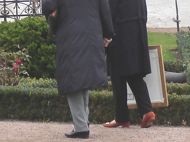 Duo de Dames aux cheveux immaculés / Ultra mature duo - Cimetière et église de Båstad's cemetery & church - Sweden- October 21th 2008