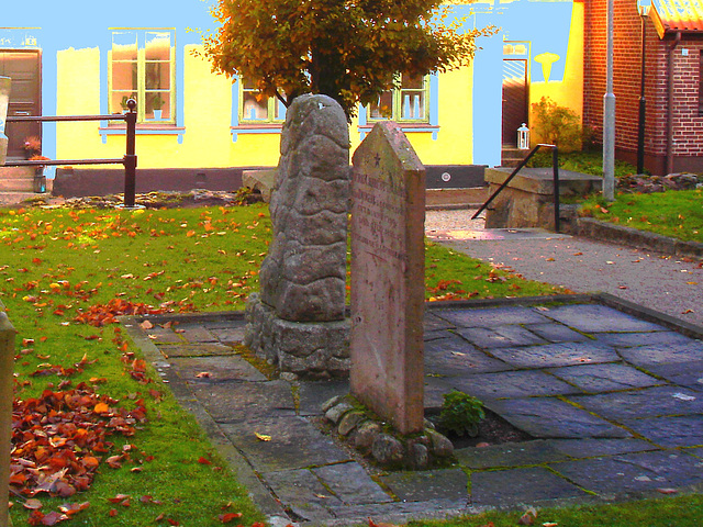 Cimetière de Laholm /  Laholm's cemetery.  Suède 3 Sweden.  25 octobre 2008 - Blanc en bleu /  White and blue artwork