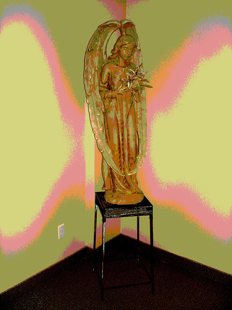 Ange funéraire / Funeral angel -  Dans ma ville / Hometown.   6 mai 2009- Ange postérisé.