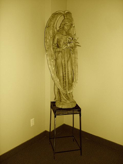 Ange funéraire / Funeral angel -  Dans ma ville / Hometown.   6 mai 2009 -  Sepia