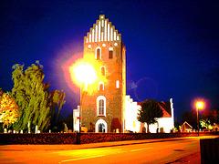 Église & cimetière de soir - Båstad -  Suède /  Sweden.   Octobre 2008 - Explosion dans l'église / Inner chuch explosion . 23-10-2008