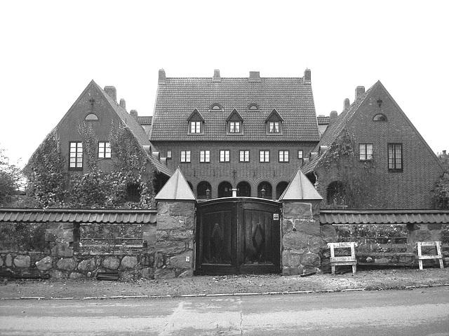 Noblesse architecturale /  Castle style building - Båstad.  Suède / Sweden - 21-10-2008 - N & B