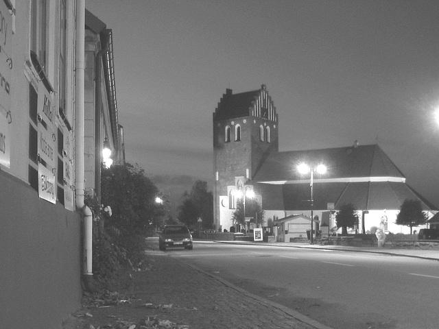 Église & cimetière de soir - Båstad -  Suède /  Sweden.   Octobre 2008 - N & B