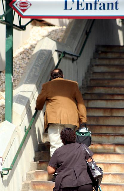 28.Commuters.VRE.L'EnfantStation.7th.SW.WDC.25jun08