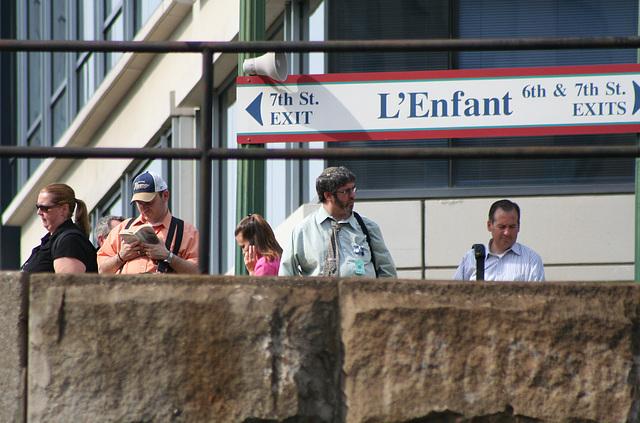 30.Commuters.VRE.L'EnfantStation.7th.SW.WDC.25jun08