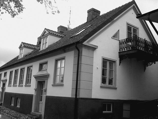 Maison aux fenêtres réflectives / Windows reflections house - Båstad / Suède - Sweden.    21-10-2008  -  N & B