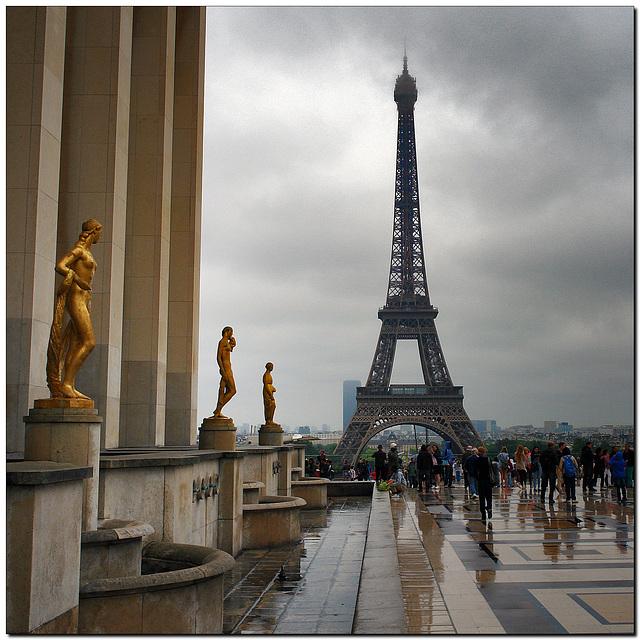 Statues du Palais de Chaillot et Tour Eiffel
