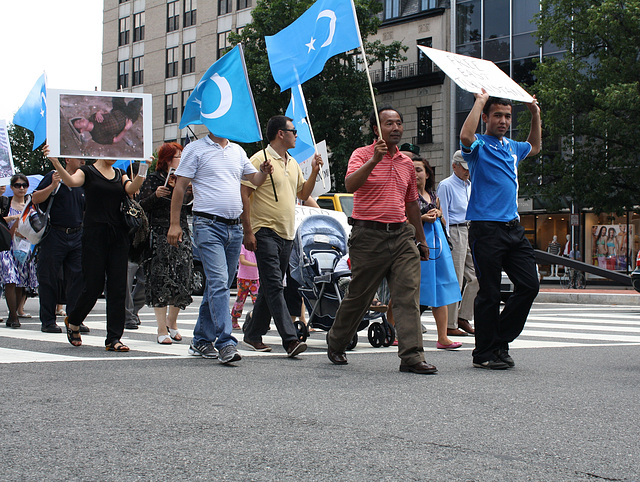 16.UighursMarch.ConnecticutAvenue.WDC.7July2009