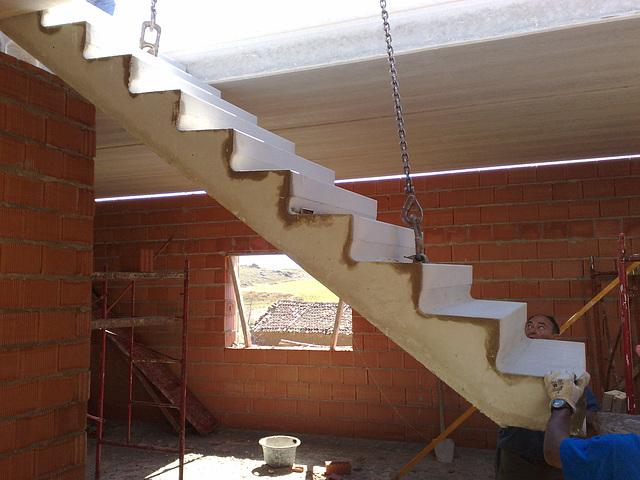 En la obra 5: escalera prefabricada.