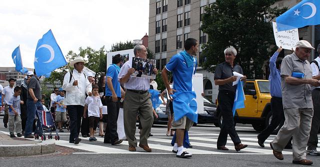 20.UighursMarch.ConnecticutAvenue.WDC.7July2009
