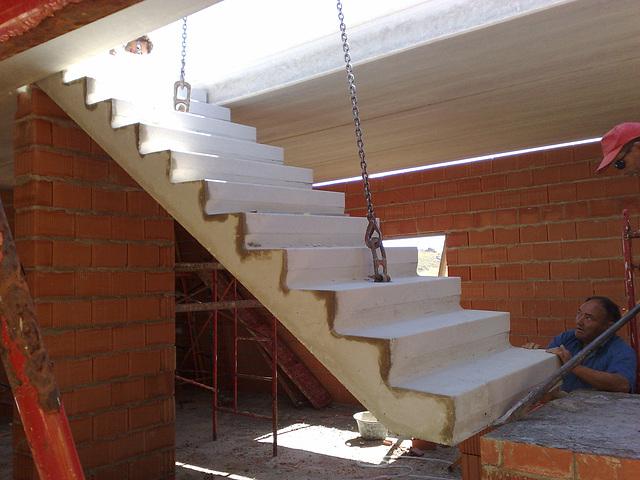 En la obra 6: escalera prefabricada.