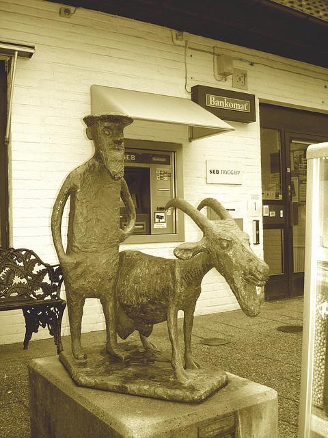Sculpture bancaire / Bankomat sculpture Båstad  - / Suède - Sweden .  21-10-2008 - Sepia