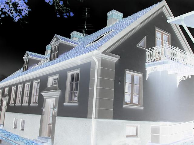 Maison aux fenêtres reflectives / Windows reflections house - Båstad /  Suède - Sweden.   21-10-2008-  Négatif