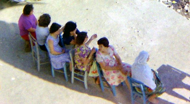 Frauen im Schatten
