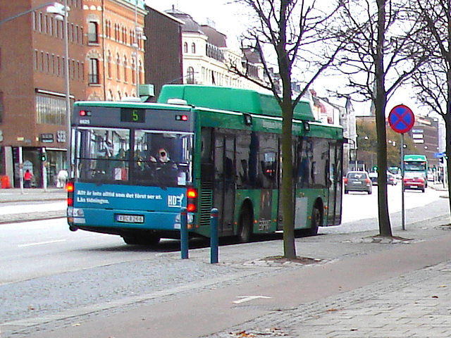 Bus flou numéro 5 / Blurry bus number 5  -  Helsingborg / Sweden - Suède .   22 octobre 2008