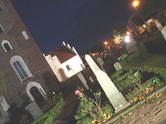 Église & cimetière de soir - Båstad -  Suède /  Sweden.   Octobre 2008  - Funeral earthquake /  Tremblement de terre mortuaire. 23-10-2008