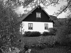 Maison suédoise dans un coin paisible -  Black & White swedish house - Båstad  / Sweden - Suède.   21-10-08 N & B