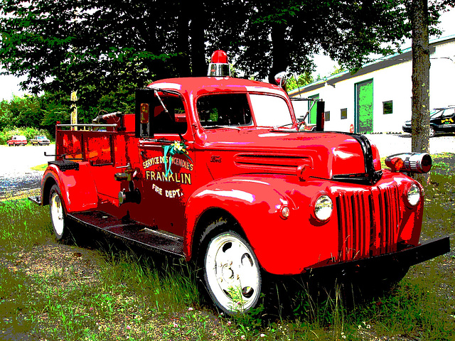 Ancien camion de pompiers de Franklin  / Franklin former red fire truck - Postérisation