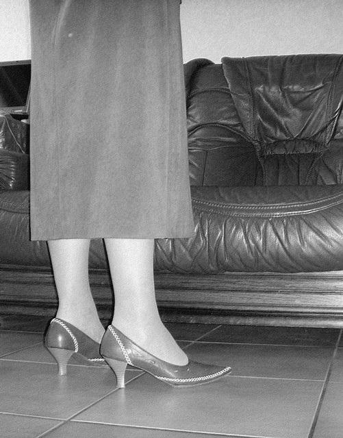M@rie en talons hauts / M@rie in high heels - Pour Léopold  . Un beau cadeau !  N & B