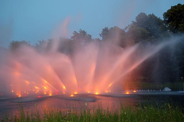 Wasserlichtspiele100