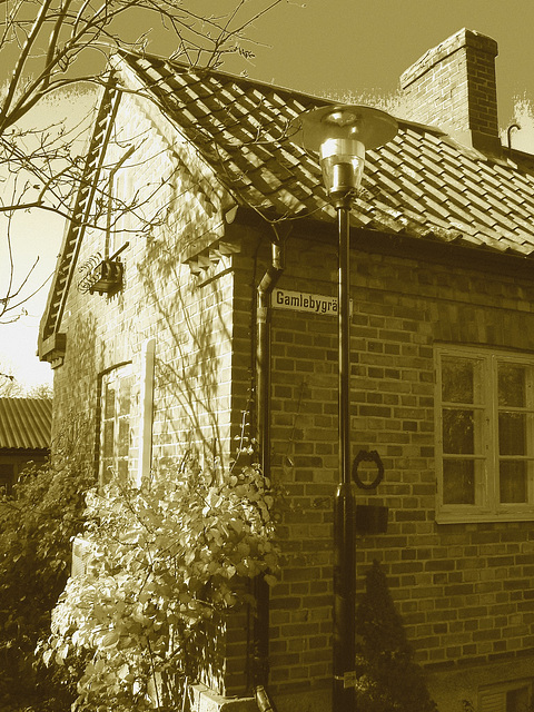 Gamblebygränd house /  Le carrefour Gamblebygränd  -  Laholm / Sweden - Suède.  25 octobre 2008 - Sepia