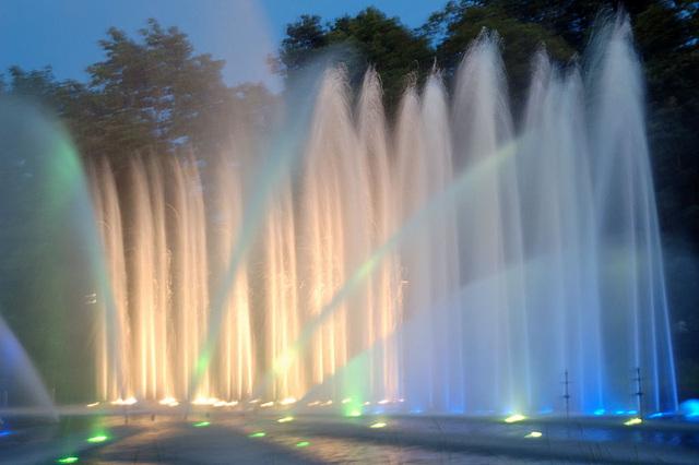 Wasserlichtspiele128