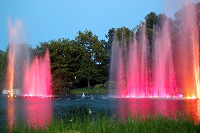 Wasserlichtspiele137