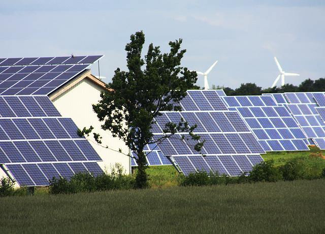 Landschaft  mit erneuerbaren Energiequellen