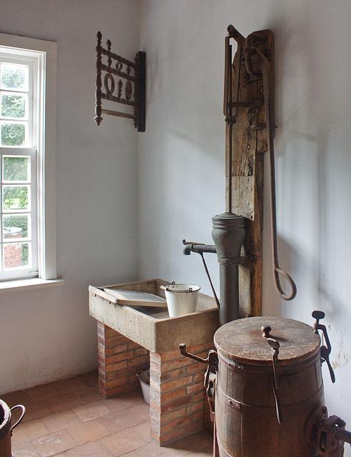 in der Waschküche des Gutshofes