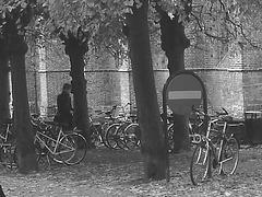 Église et vélos /  Church & bikes scenery  -  Helsingborg / Suède - Sweden.  22 octobre 2008-  N & B