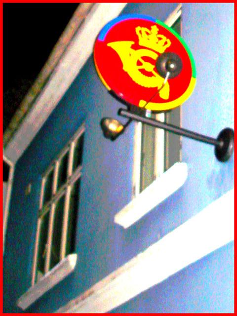 """Façade et enseigne """" Couronne & cor """" /  Crown & horn sign façade /  Helsingor , Danemark - 24-10-08 - Effet négatif et cadre rouge"""