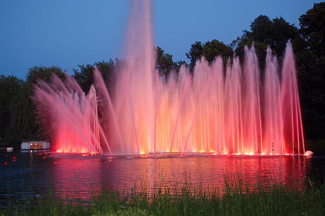 Wasserlichtspiele83