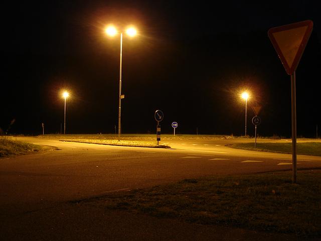 Lampadaires en folie ! Twilight zone street lamps.  Båstad  /  Suède - Sweden.